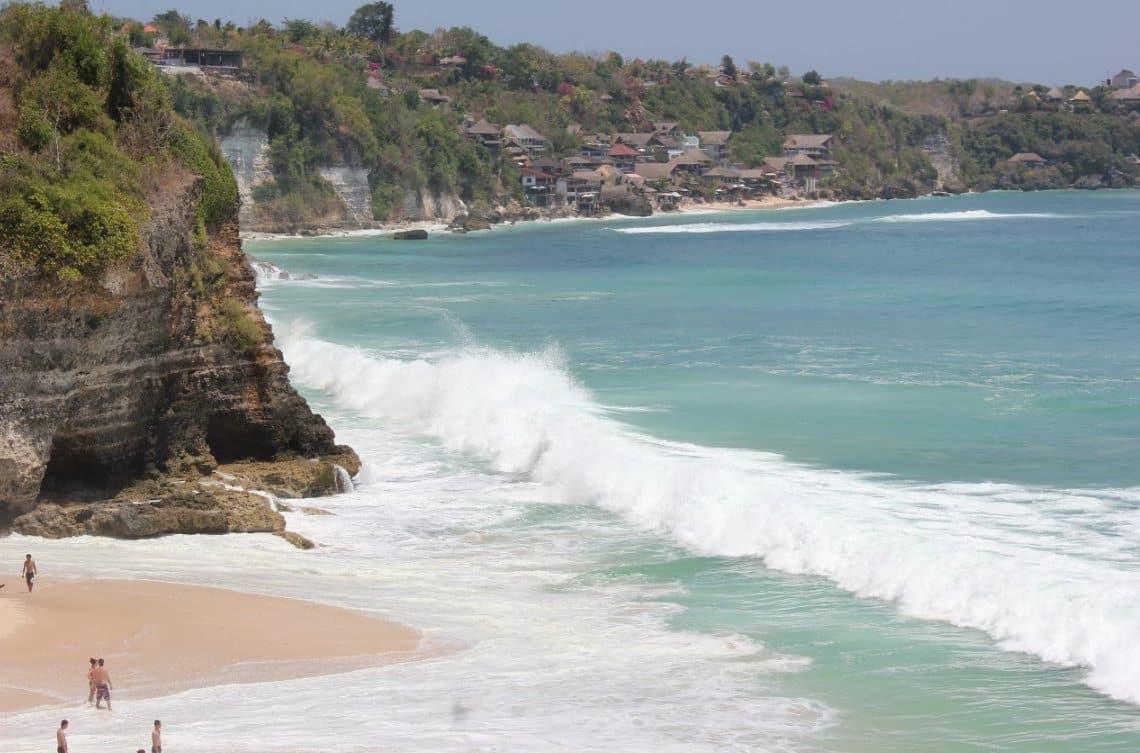 Pantai Dreamland Bali, Batu Karang