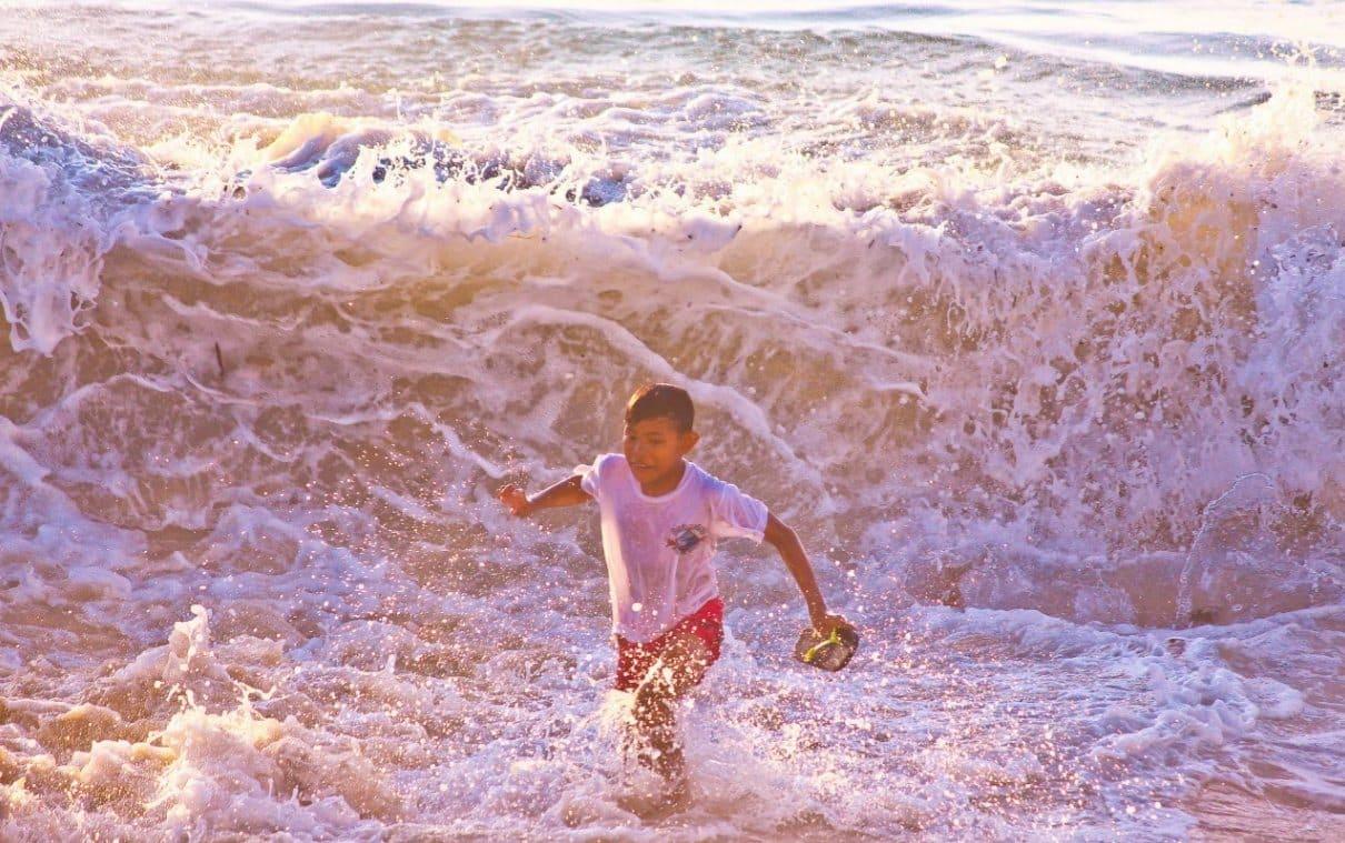 Pantai Dreamland Bali, Ombak Bergulung