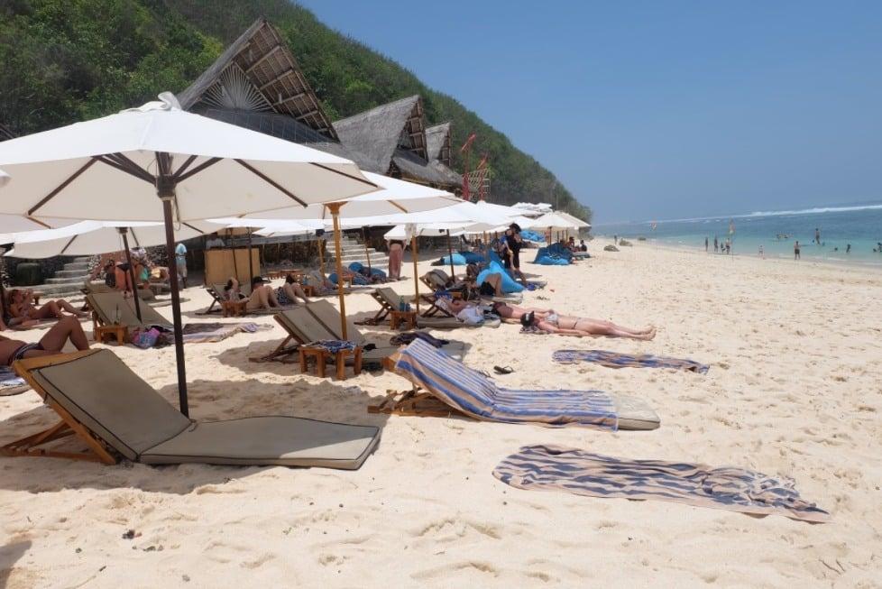 Pantai Finn's Bali, Pantai Indah dan Bersih