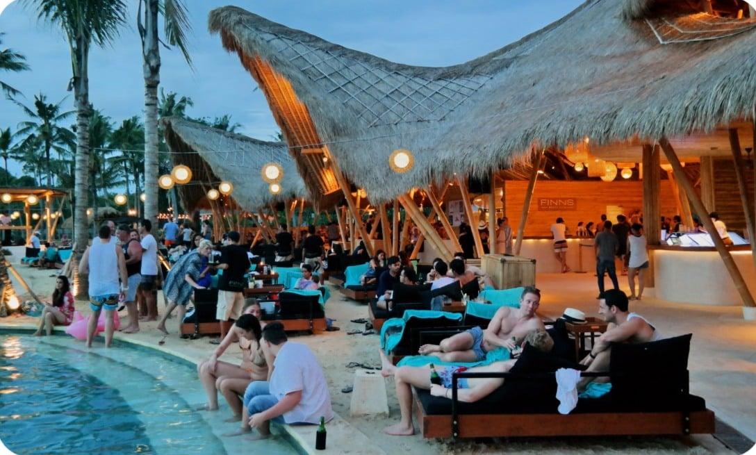 Pantai Finn's Bali, Restoran