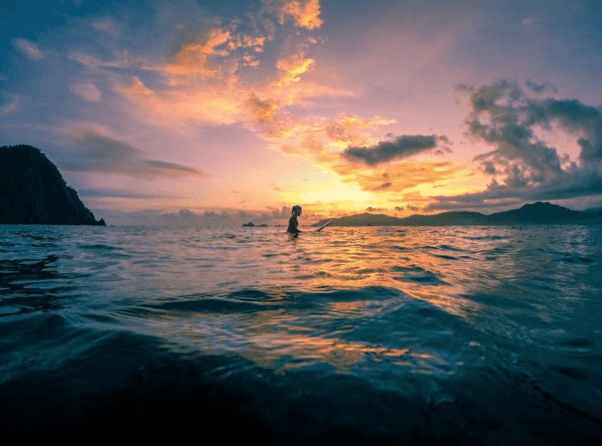 Pantai Pulau Merah Banyuwangi dengan Sunset yang Indah