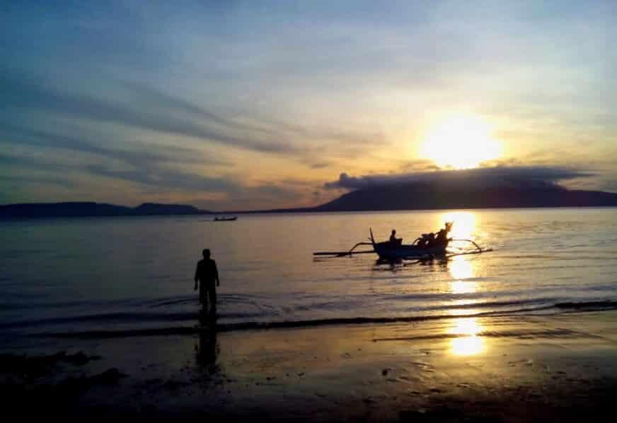 sunrise pantai pulau santen