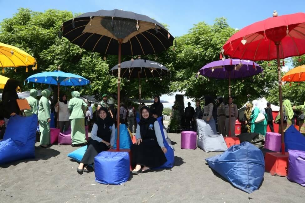 wisata pantai bersama kaum muslim