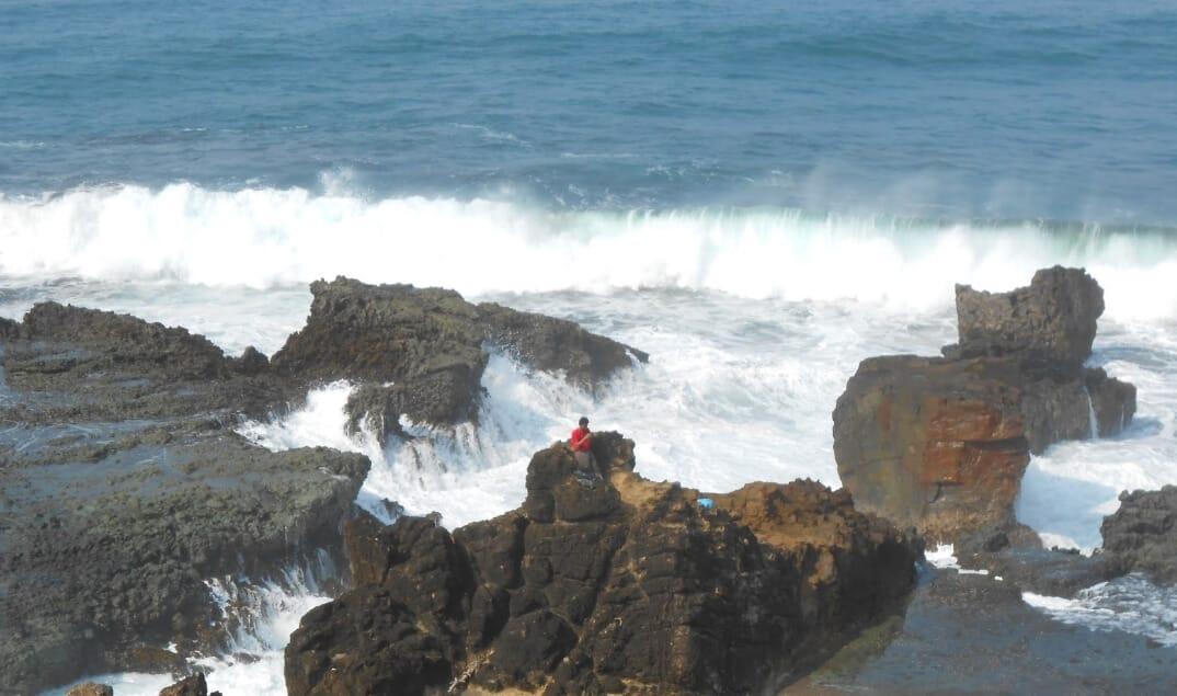 Batu Karang Pantai Keusik Luhur