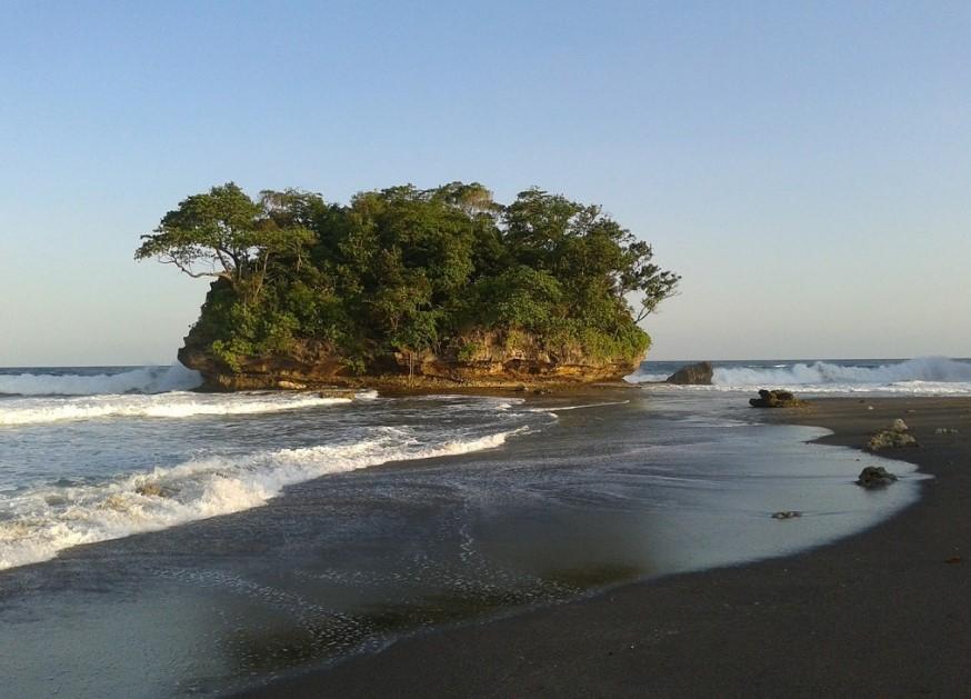 Batu Karang Pantai Legok Jawa