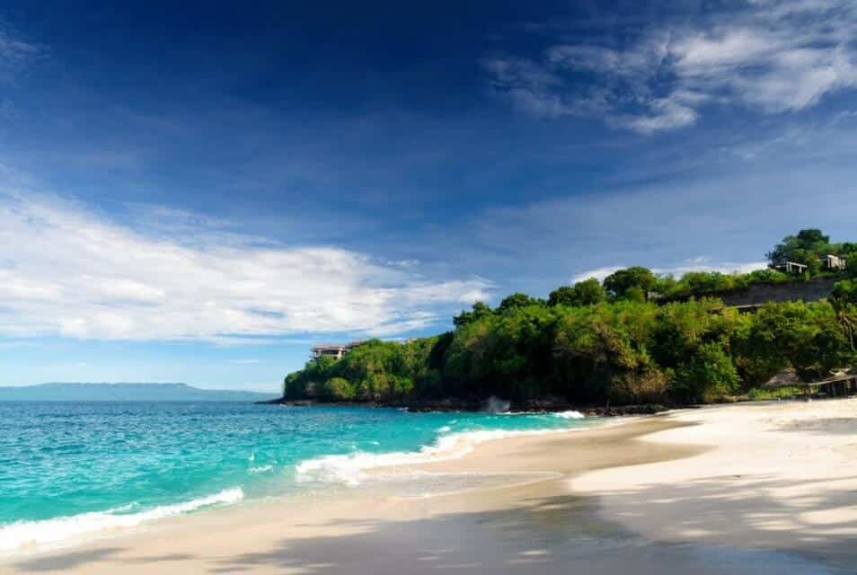 Keindahan Pantai Padang Bai