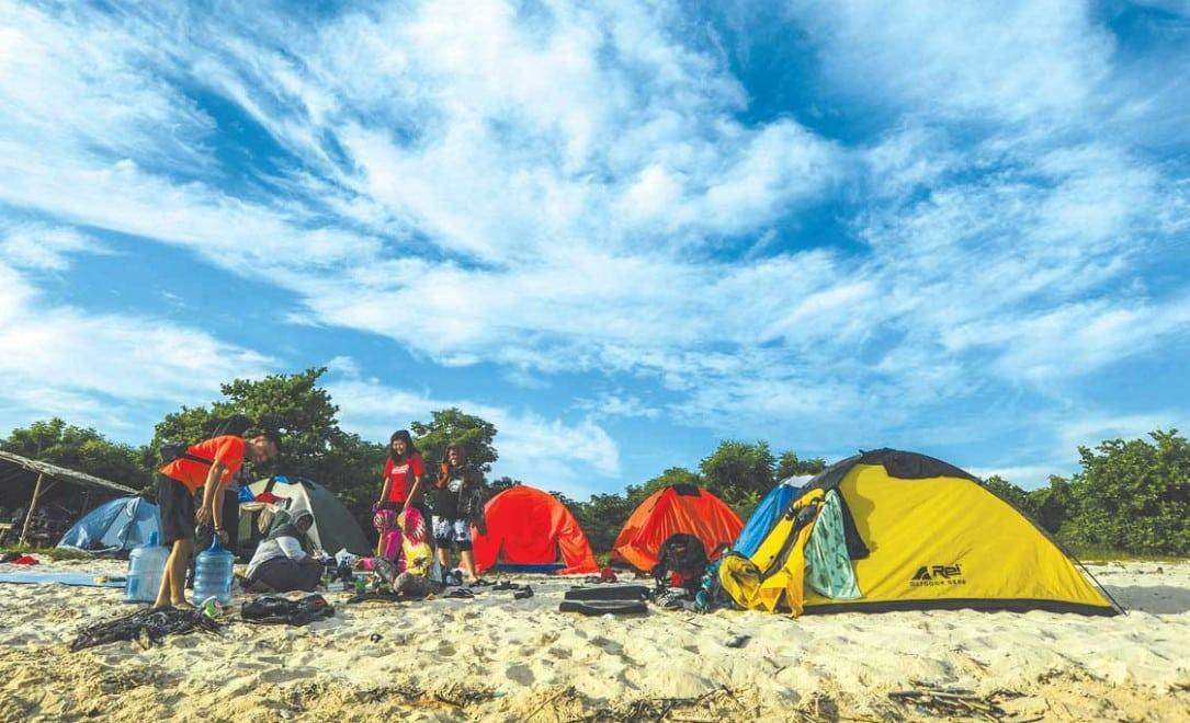 Kemah di Pantai Pulau Tabuhan