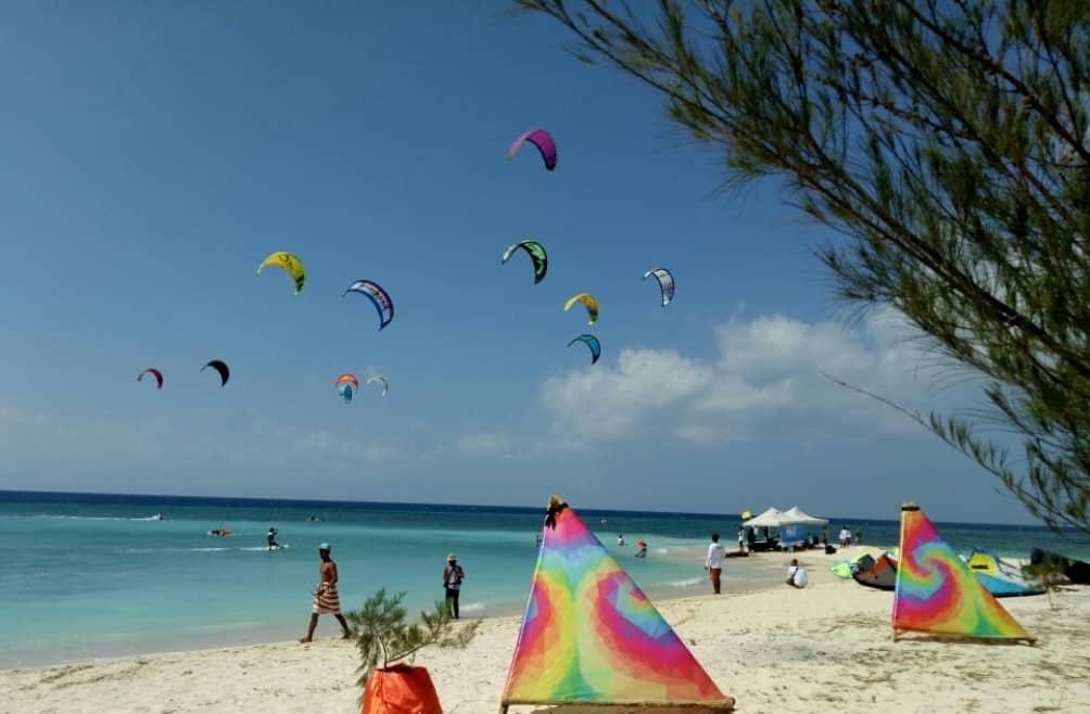 Kite Surfing Pantai Pulau Tabuhan