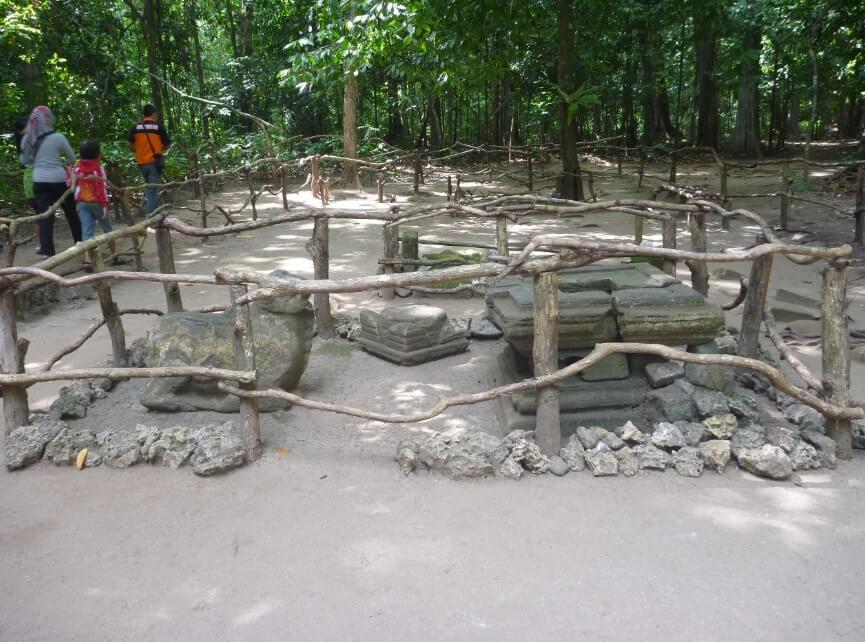Makam Keramat Pantai Batu Hiu