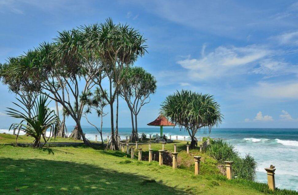 Pantai Batu Hiu, Menikmati Samudera Hindia dari Jawa Barat