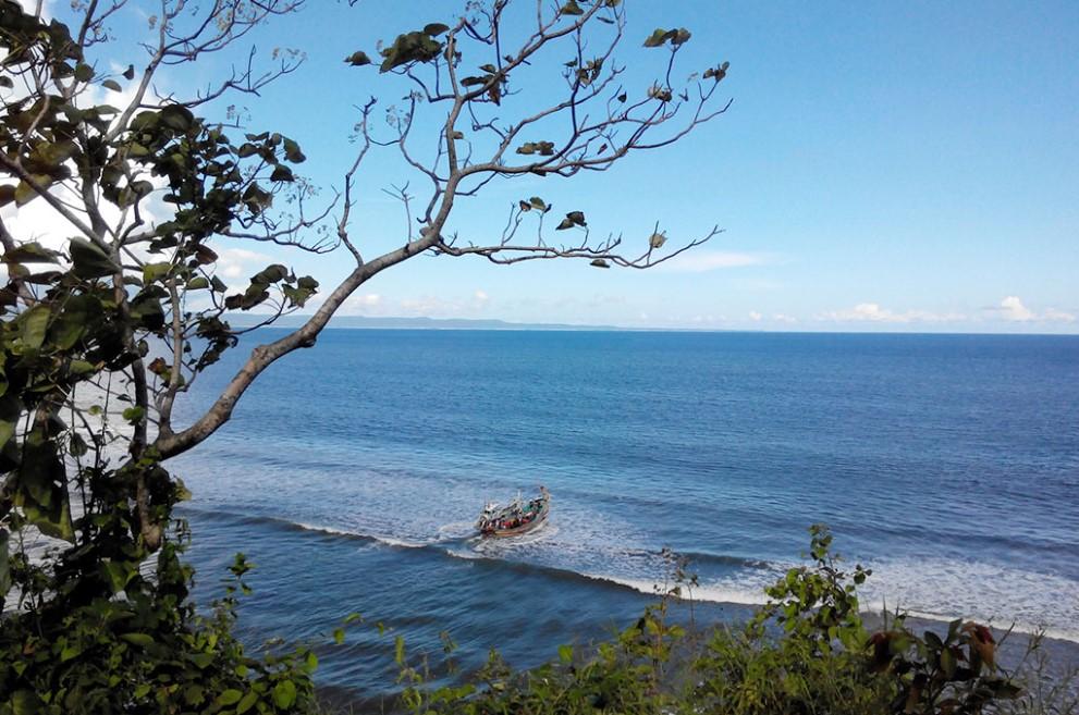 Pantai Gradjagan : Tempat Surfing dengan Pesona Pasir Hitam !