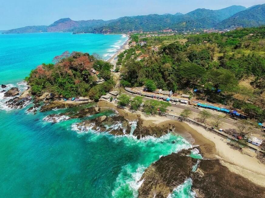 Pantai Pelabuhan Ratu, Destinasi Sejuta Mitos yang Selalu Ramai!