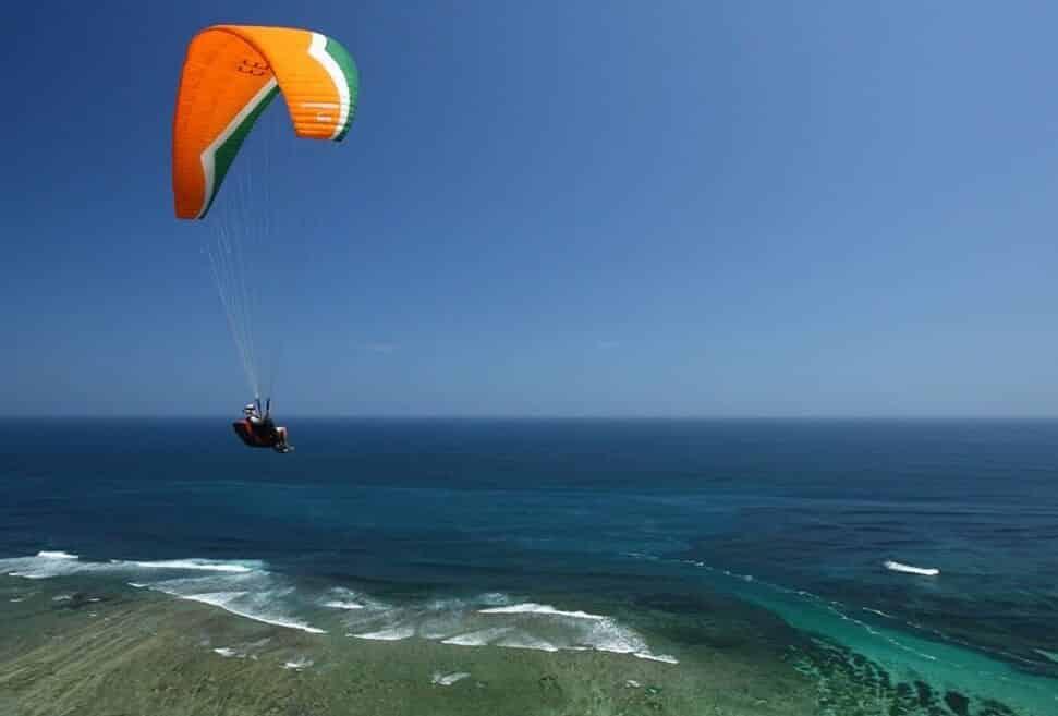 Paralayang dari Bukit Timbis