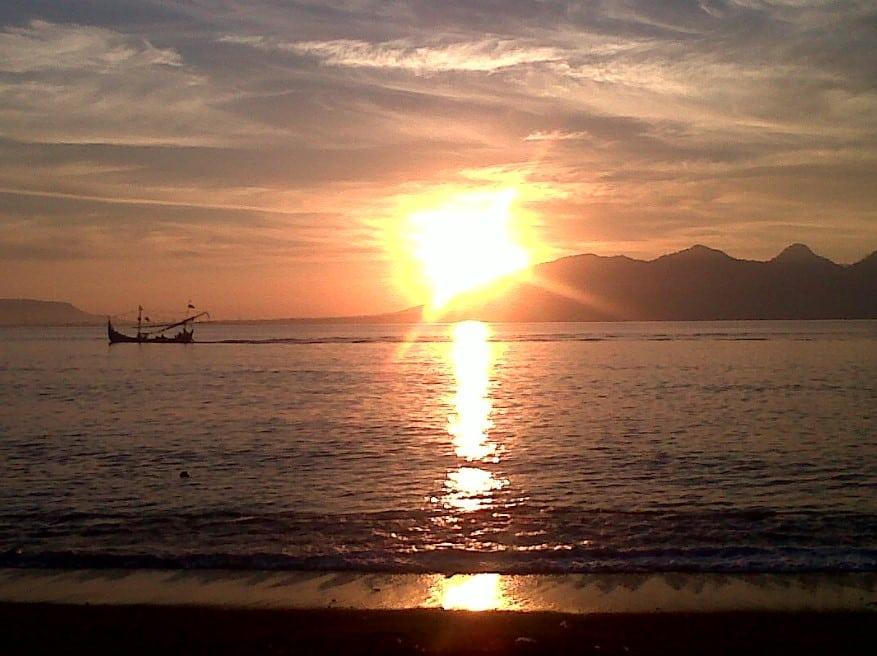 Sunrise Pantai Cacalan