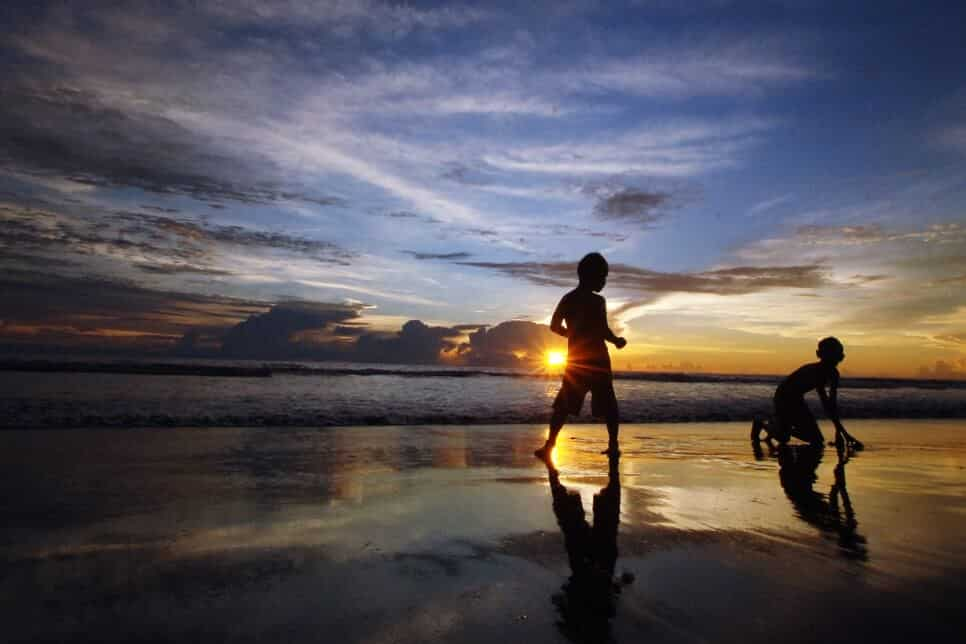 Sunset dari Pantai Muaragatah