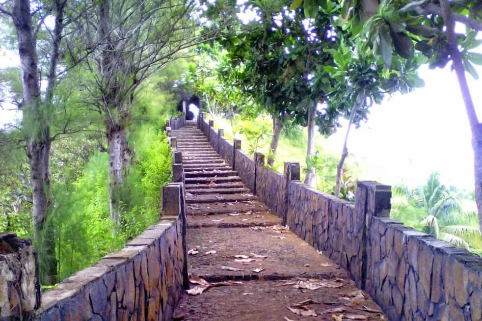 Tembok Cina Pantai Lembah Putri