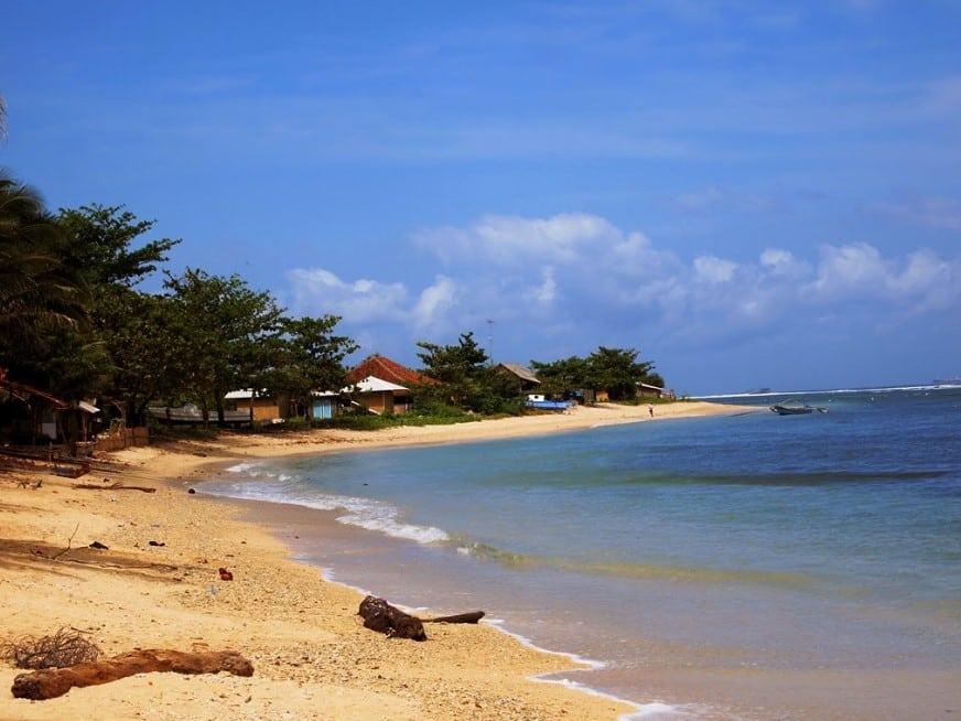 pantai yang tenang