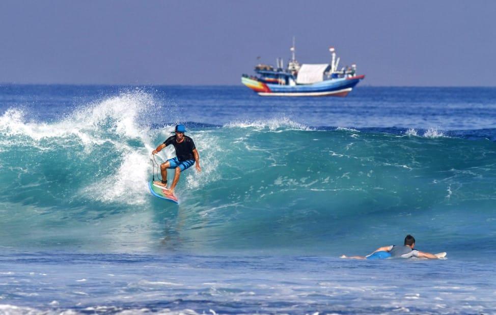 Spot Terbaik untuk Surfing