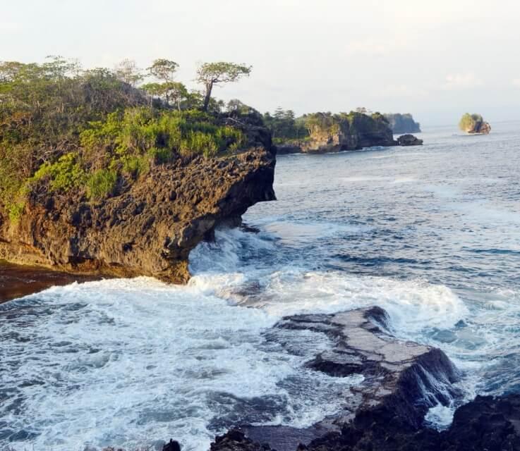 Batu Karang Pantai Pasir Beusi