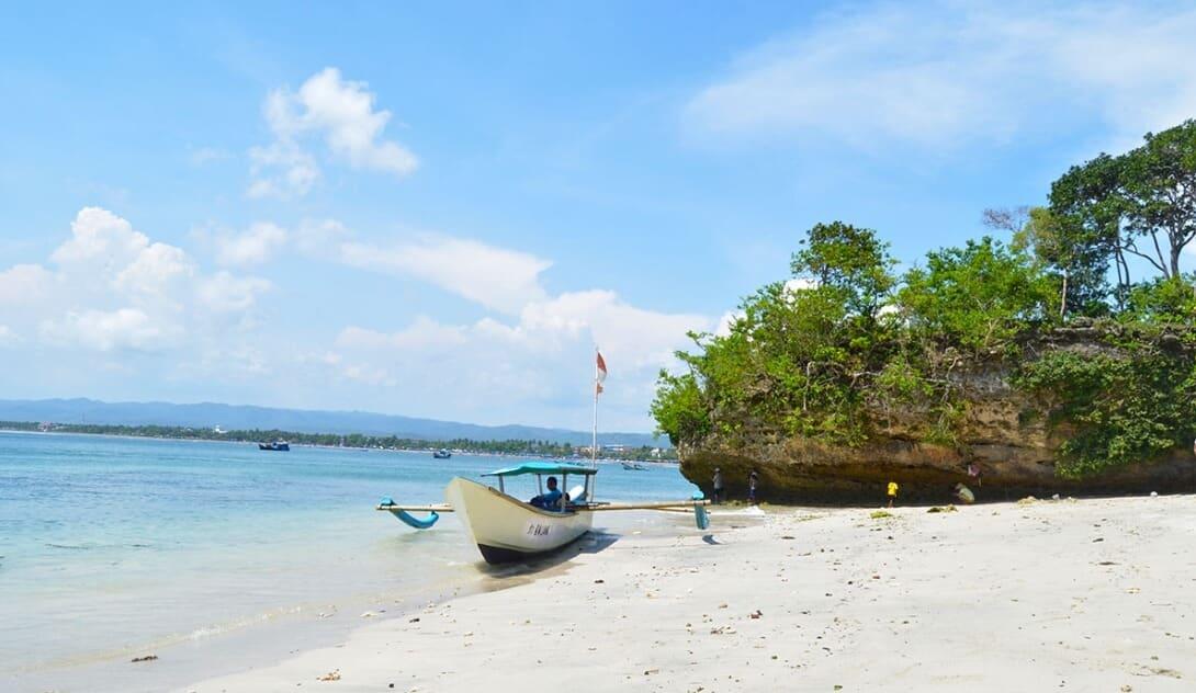 Berjemur di Pantai Pananjung