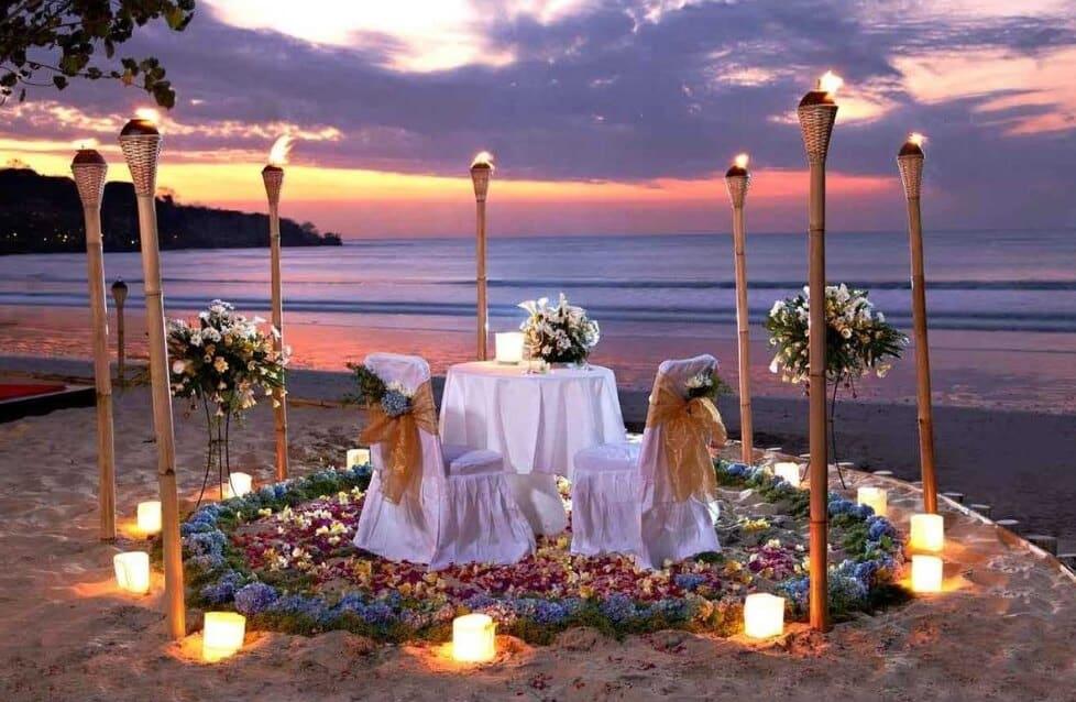 Makan Malam Romantis Pantai Jimbaran
