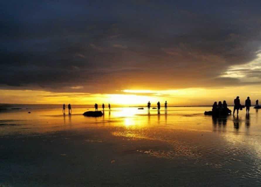 Menikmati sunset dan sunrise