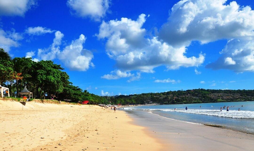 Ajak Pasanganmu Makan Malam Romantis di Pantai Jimbaran !