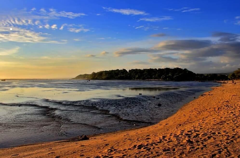 Menikmati Indahnya Sunset di Pantai Sayang Heulang Garut !