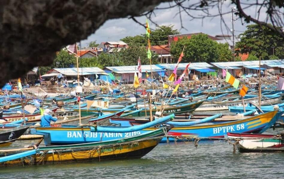 Perahu di Pantai Pasir Beusi