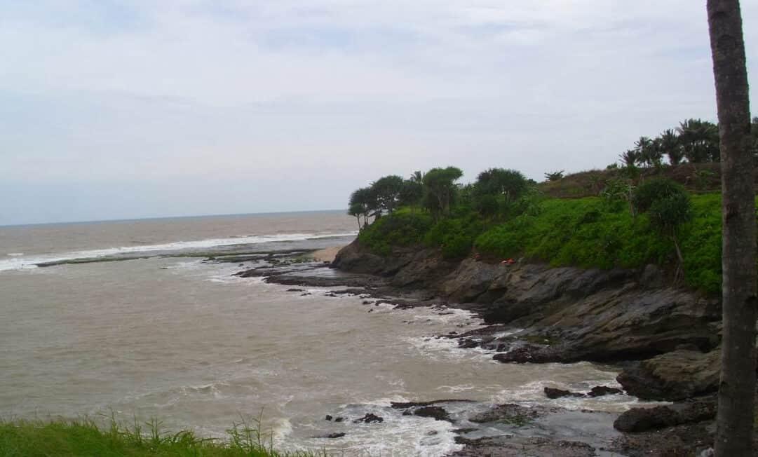 Tebing Pantai Karapyak