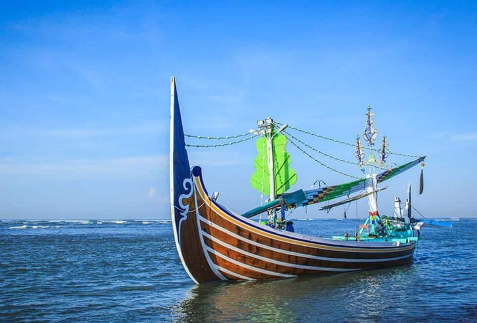 perahu di pantai solok timun
