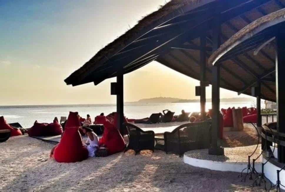 Mowie's Bar Mentigi Bay Dome Villas Lombok