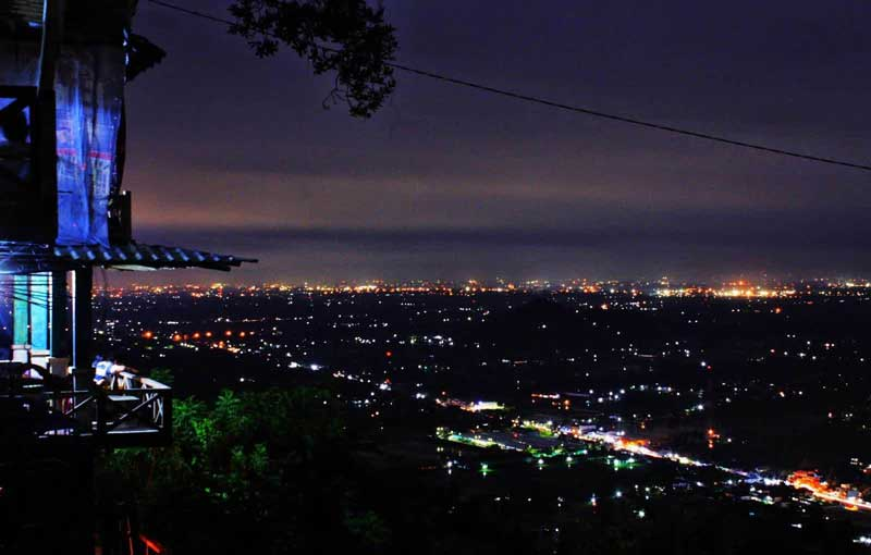 Bukit Bintang Jogja: Romantisme Malam Hari dengan Orang Tersayang