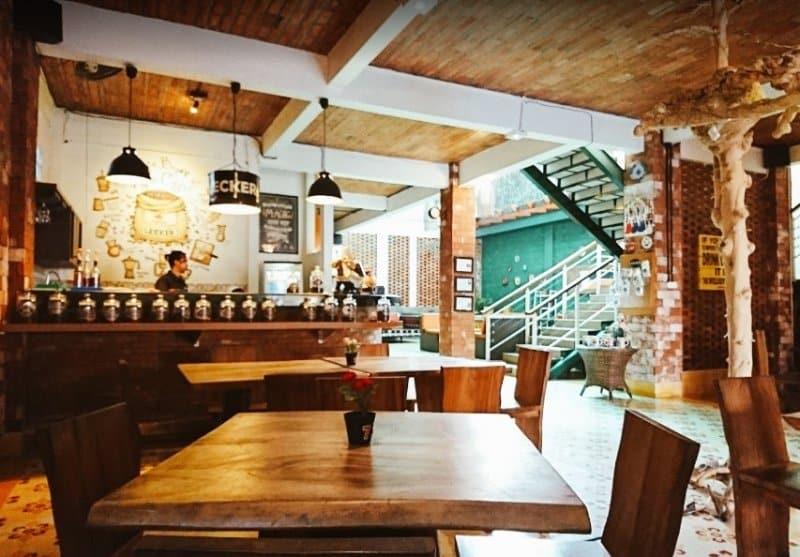 cafe di jogja Lecker Rumah Kopi & Resto