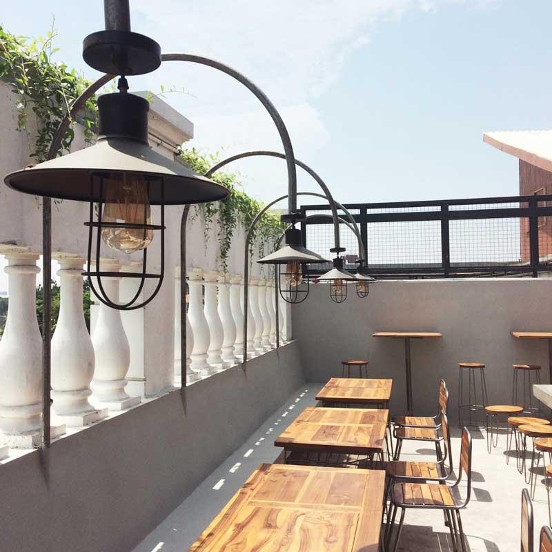 cafe di surabaya free wifi
