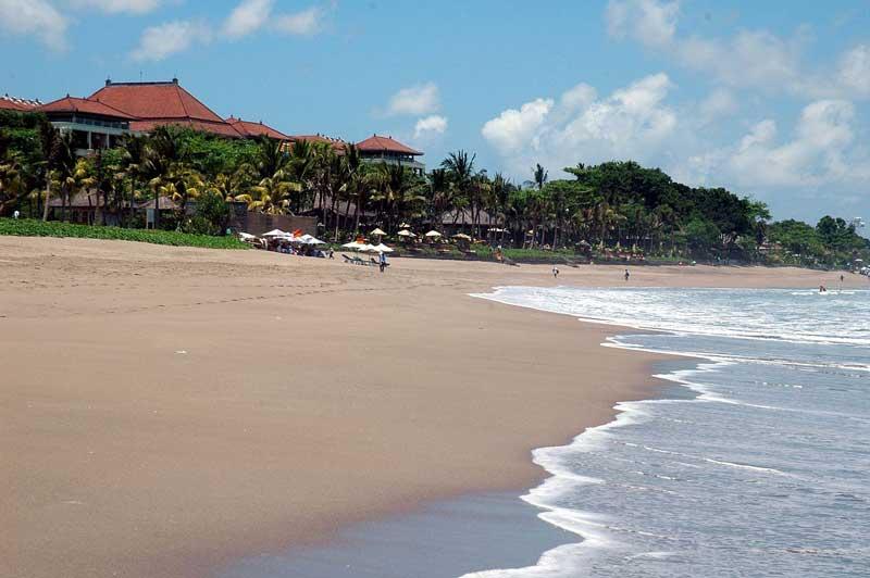 pantai di daerah seminyak bali