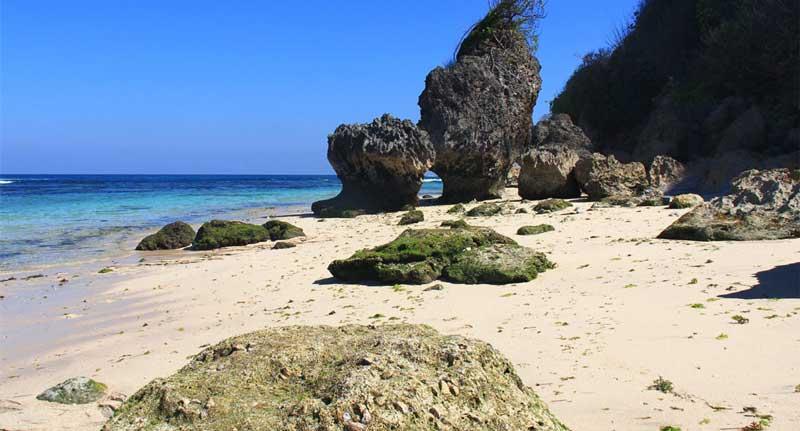 pantai geger kabupaten badung bali