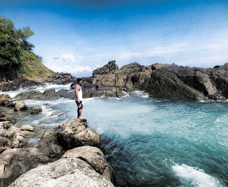 deskripsi pantai wediombo dalam bahasa inggris