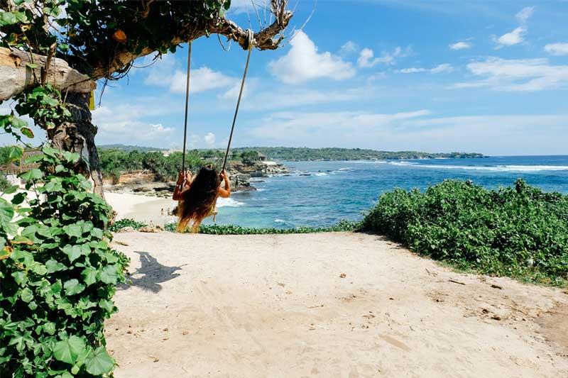 hotel pinggir pantai nusa lembongan