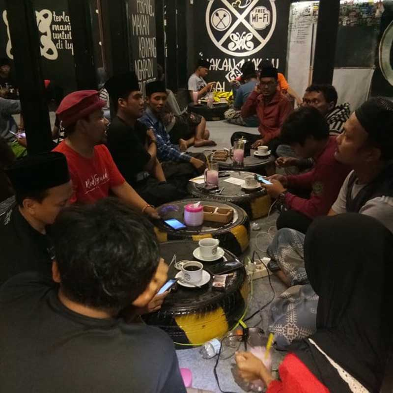 Cafe-Slankers-Kwanyar-cafe-di-madura