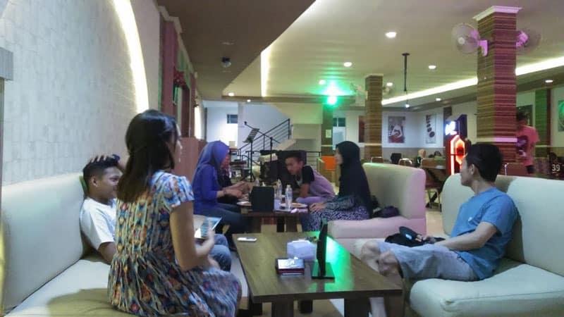 cafe di kendari buat anak muda
