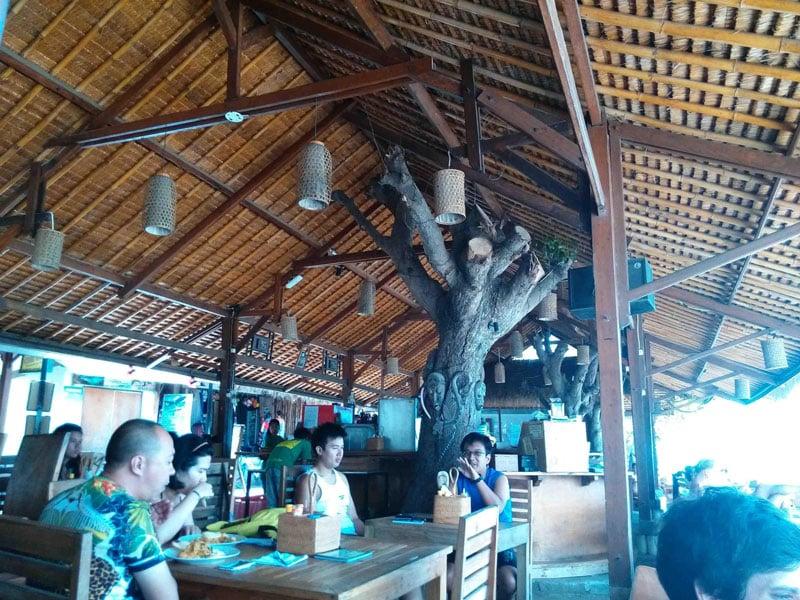 cafe di lombok banyak bule