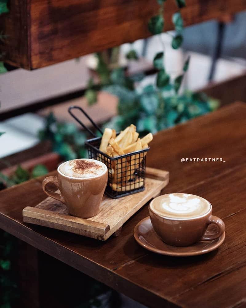 cafe di madiun di aston