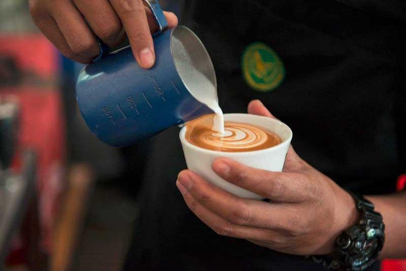 cafe di makassar hits