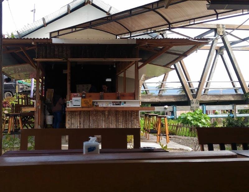 cafe di padang timur