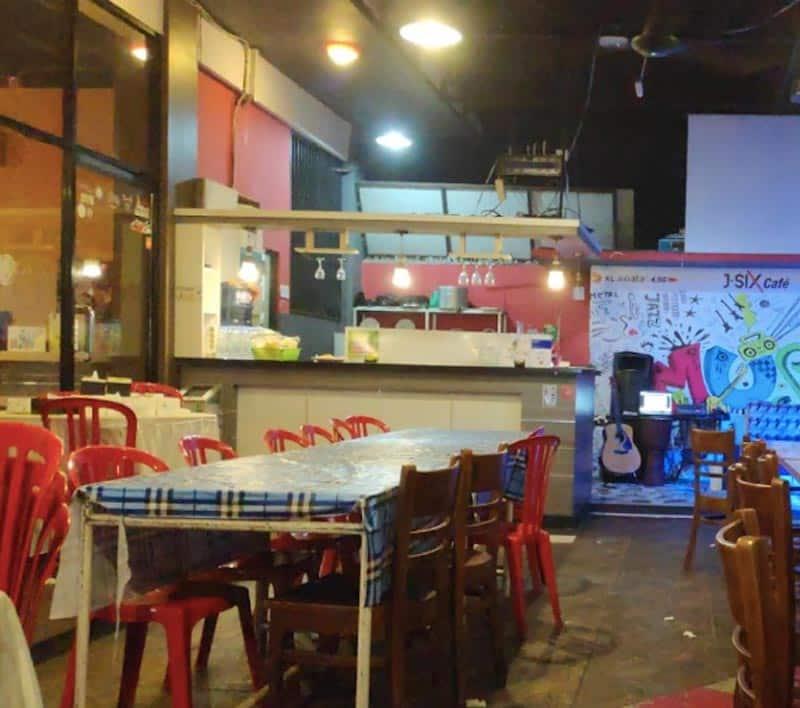 cafe di padang yang ada live music