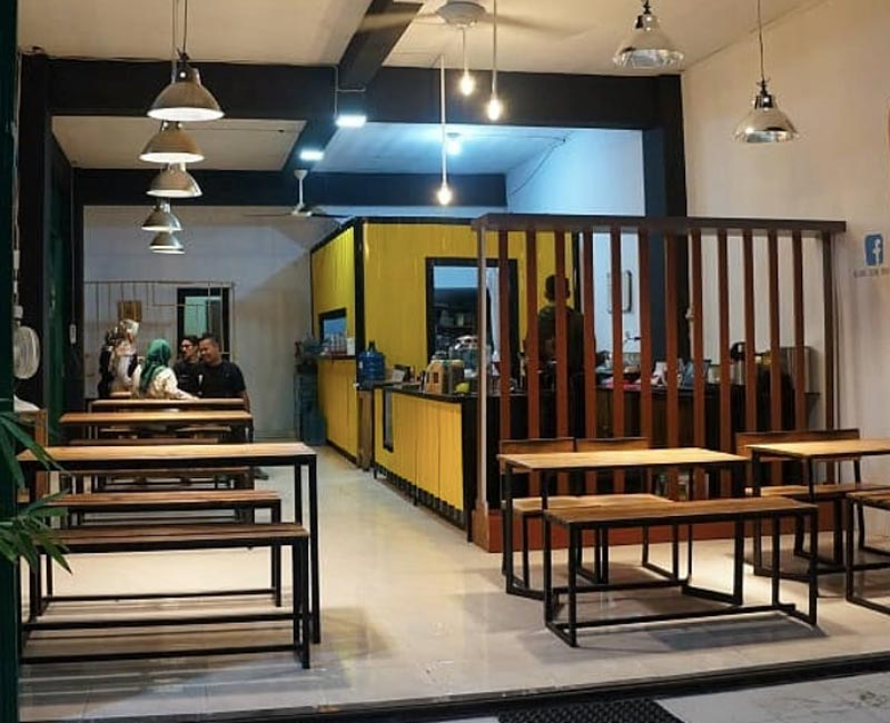 cafe di plaza andalas padang