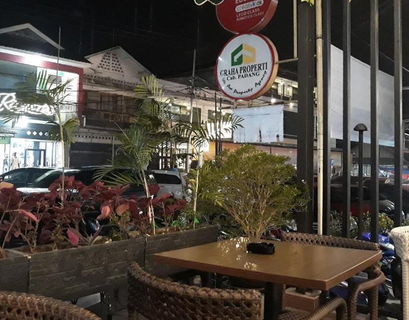 cafe padang bulan jombang
