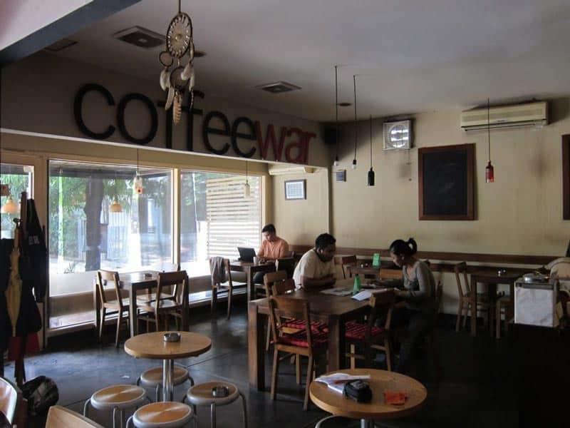 cafe di kemang yang ada kolam renang