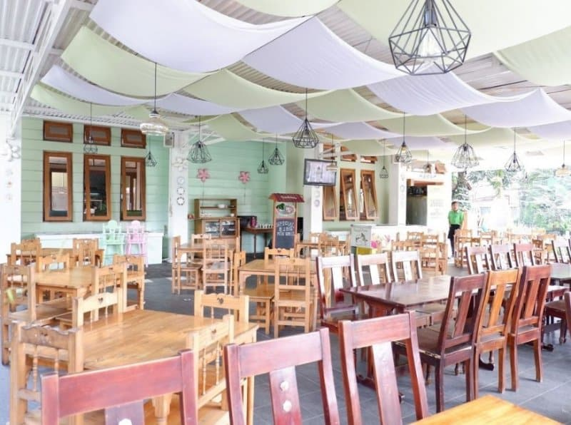 cafe di bandung yang ada live musicnya
